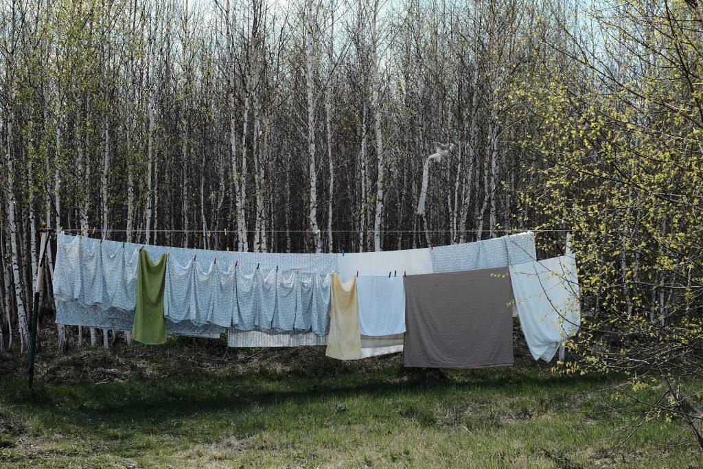 como guardar roupas de cama