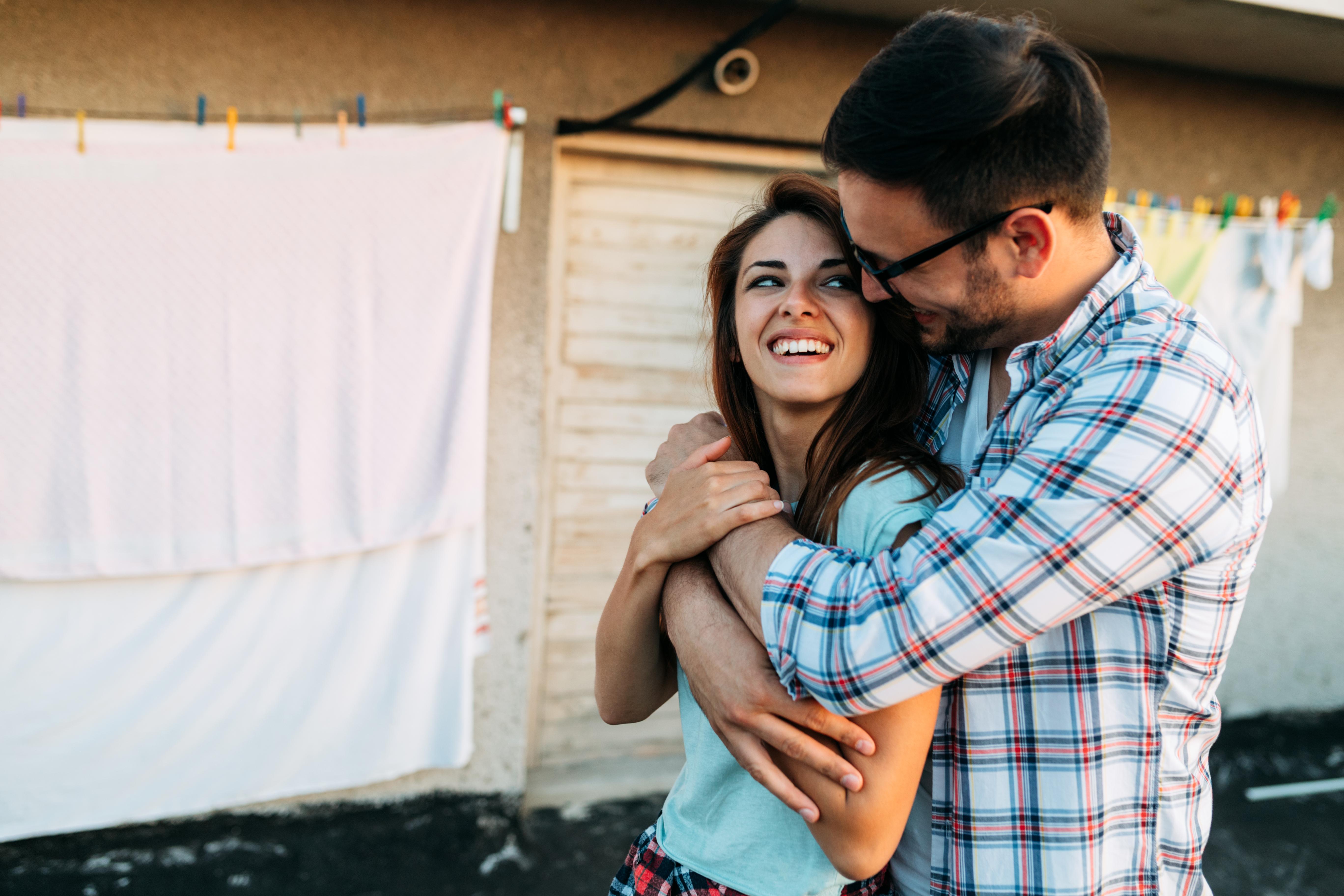 Por que abraçar alguém especial é tão importante