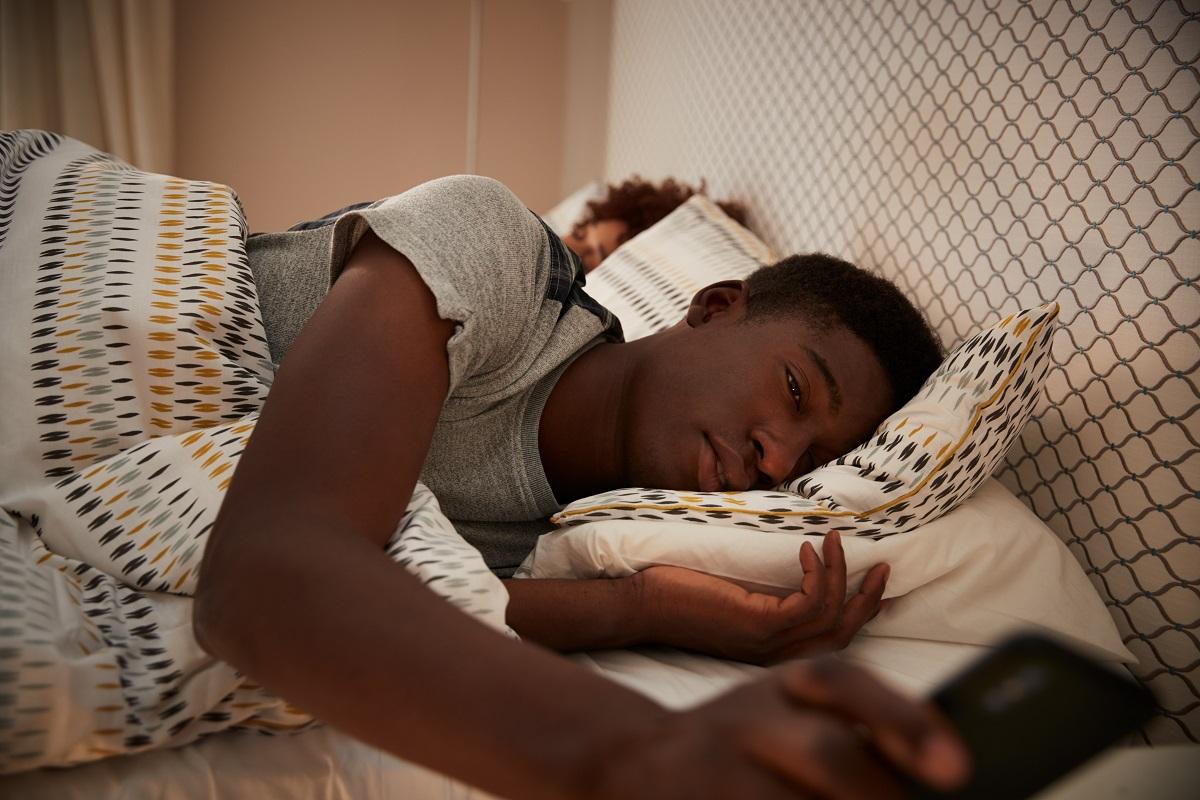 Por que pequenas interrupções durante a noite de sono são tão prejudiciais?
