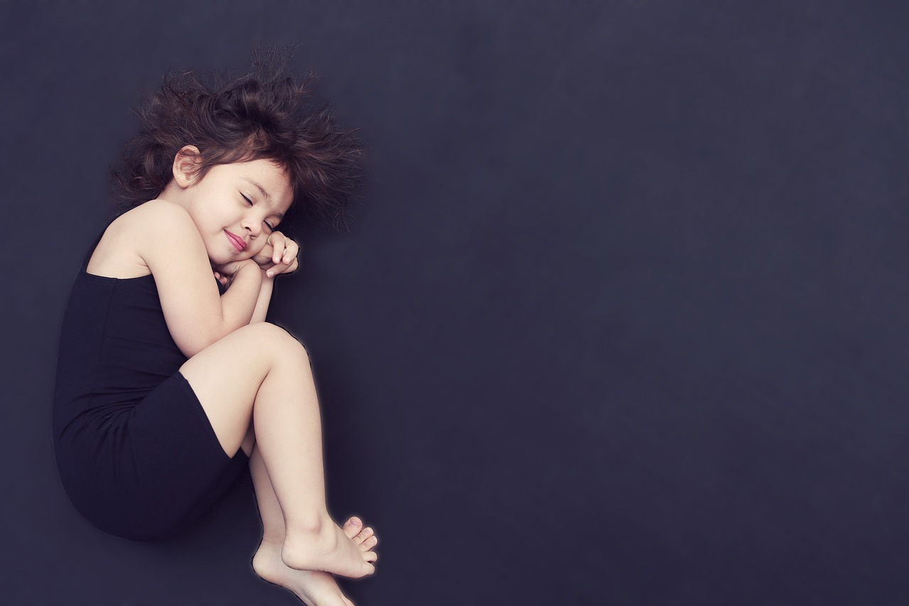 Dormir na posição correta pode evitar dores na coluna. Entenda