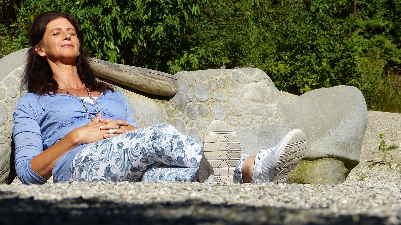 Por que as mulheres sofrem de insônia após a menopausa?