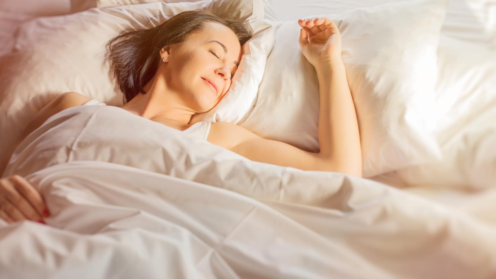 O que muda no sono da mulher durante a meia-idade?