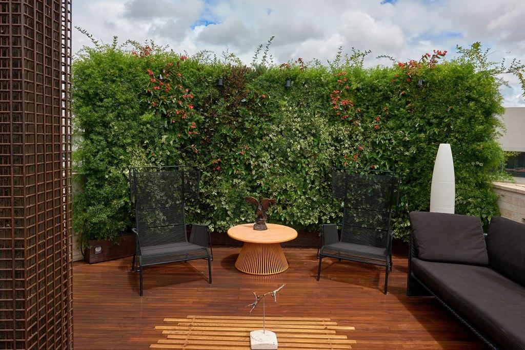 Jardim vertical em casa: a natureza presente em seus dias