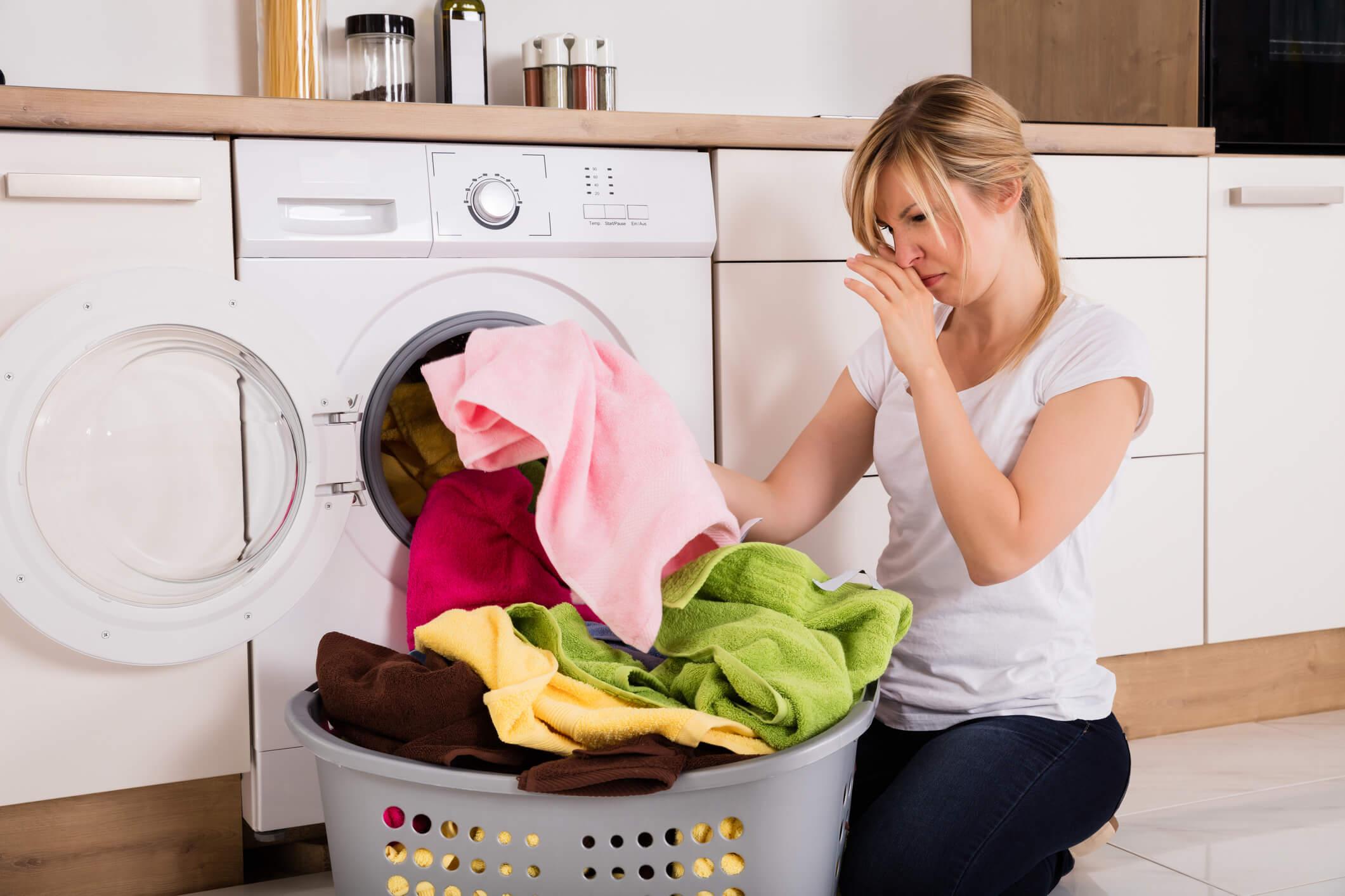 Como tirar o cheiro de mofo das suas toalhas de banho