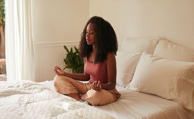 Yoga antes de dormir: confira os benefícios da prática