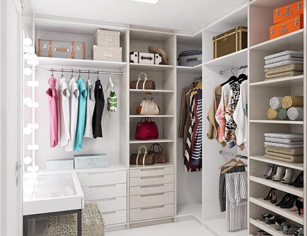 Closet aberto: dicas para organizar e decorar